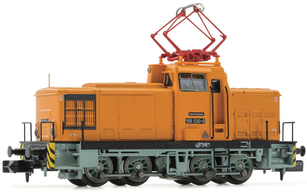 Arnold HN2356 - German Diesel Shunting Locomotive Class 106 with pantograph of the DR