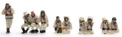 Artitec 387.100-W1 - German Army Crew Sd.Kfz.251/1B Winter Camo