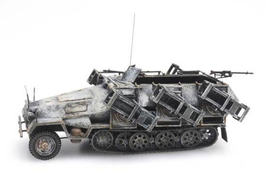 Artitec 387.403 - SdKfz 251/1 Ausf. B with litter frame, winter