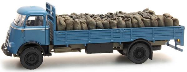 Artitec 487.801.40 - Load of coal bags for DAF open truck