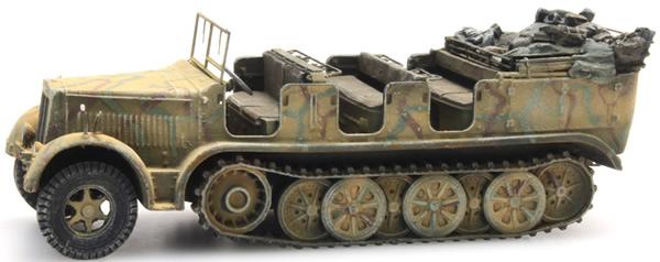 Artitec 6870067 - German Wehrmacht (WWII) Sd.Kfz. 7 Half-track Personnel Carrier 8t Tarnung