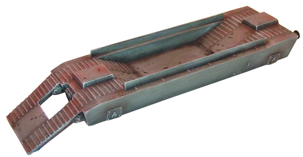 Artmaster 80021 - Railroad car with ramp for transporting tanks