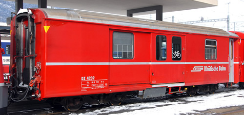 Bemo 3248123 - Swiss Baggage Car DZ 4232 of the RhB