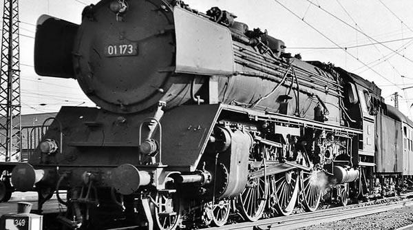 Brawa 40904 - German Steam Locomotive BR 01 of the DB (DC Analog Basic Plus)