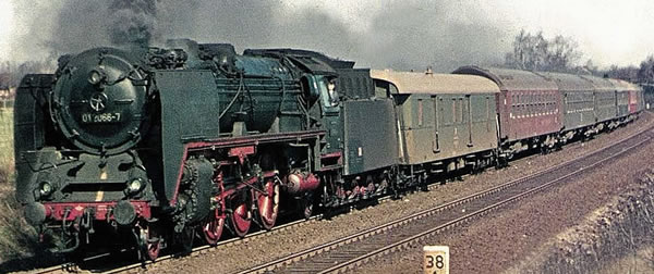 Brawa 40914 - German Steam Locomotive BR 01 of the DR (DC Digital Extra w/Sound)