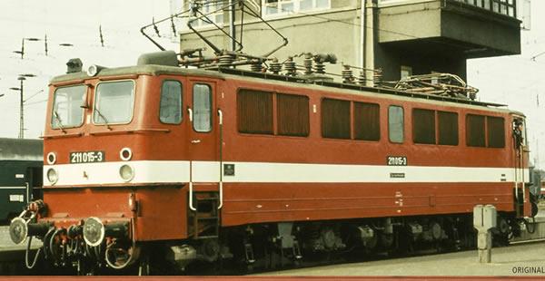 Brawa 43118 - German Elewctric Locomotive 211 of the DR (DC Analog Basic Plus)