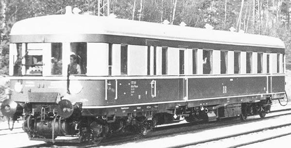 Brawa 44712 - German Diesel Railcar BR VT137 of the DR (single unit) (DC Analog Basic Plus)