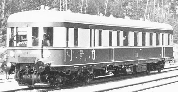 Brawa 44714 - German Diesel Railcar BR VT137 of the DR (single unit) (DC Digital Extra w/Sound)