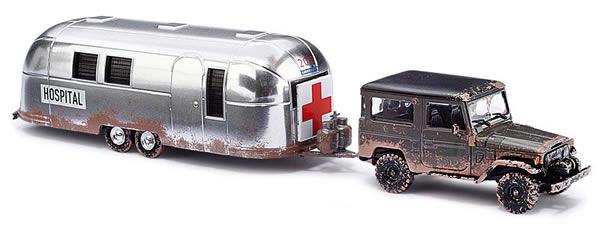 Busch 43011 - Toyota Land Cruiser »Hospital« + Trailer