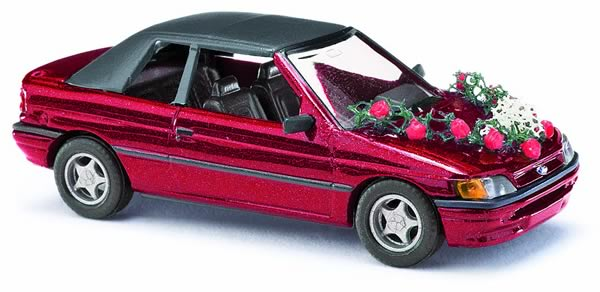 Busch 45732 - Ford Escort convertible, closed, wedding