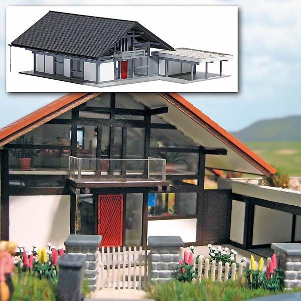Busch 8247 - Modern House with Carport