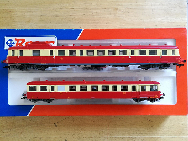 Consignment 43010 - Roco 43010 French Diesel Railcar X2800 and Trailer of the SNCF