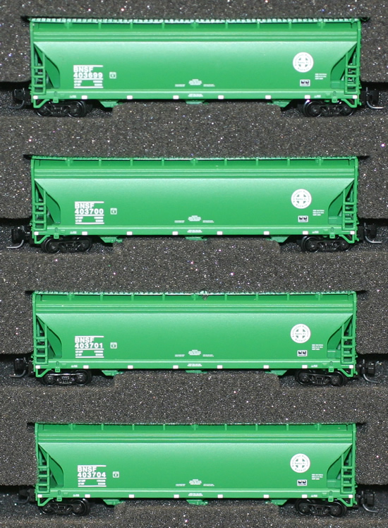 Consignment AZL90305-2 - AZL 90305-2 - 4pc Bay Hopper Car Set of the BNSF