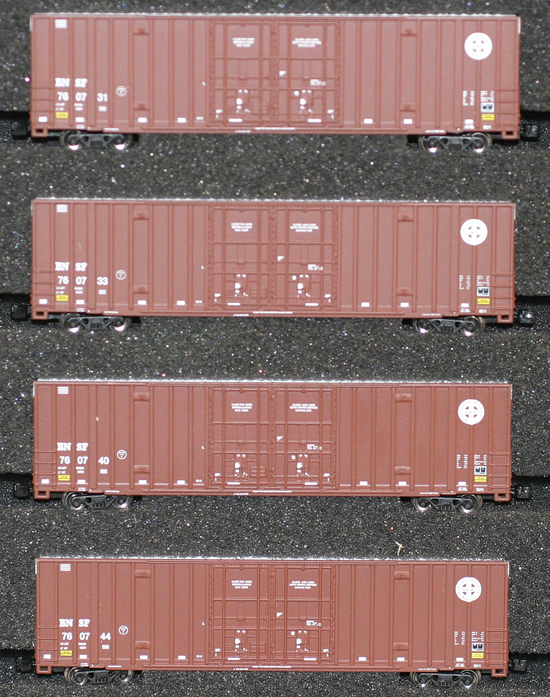 Consignment AZL90404-1 - AZL 90404-1 - 4pc 60 Gunderson Box Car Set of the BNSF