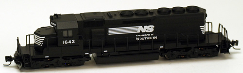 Consignment MT97001061 - Micro Trains 97001061 USA Diesel Locomotive SD40-2 of the NS - 1642