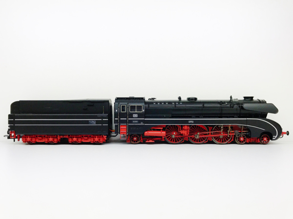 Consignment T22705 - Trix 22705 Damflok BR 10 Steam Locomotive