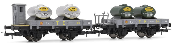 Electrotren E19024 - 2pc Unified Flat Wagon TE Set, one with brakemans cab, both loaded with tanks