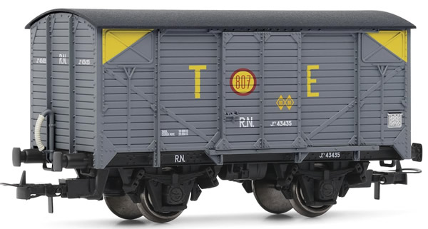 Electrotren E19025 - Wagon type J in grey livery TE with yellow corner markings