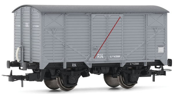 Electrotren E19027 - Closed Wagon without brakes and transversal red line on the door