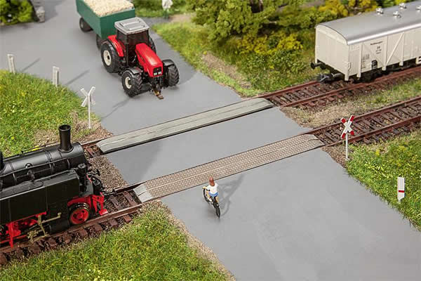 Faller 120243 - Unprotected level crossing
