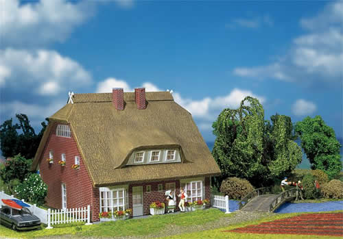 Faller 130250 - Dwelling house with reeds-thatch roof