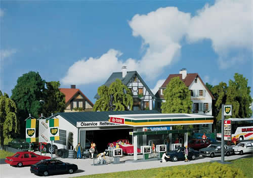 Faller 130345 - Petrol station with service bay
