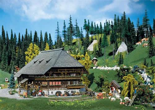 Faller 130366 - Black Forest farmyard