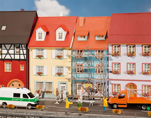 Faller 130494 - 2 Village houses with painters scaffold