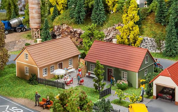 Faller 130607 - 2 Village houses