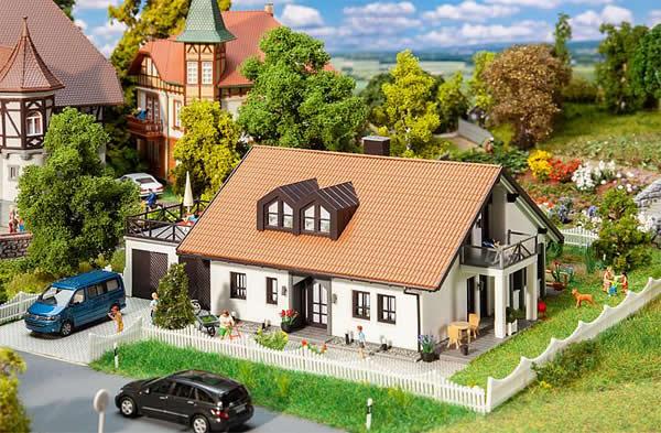 Faller 130641 - 1985 Prefabricated house