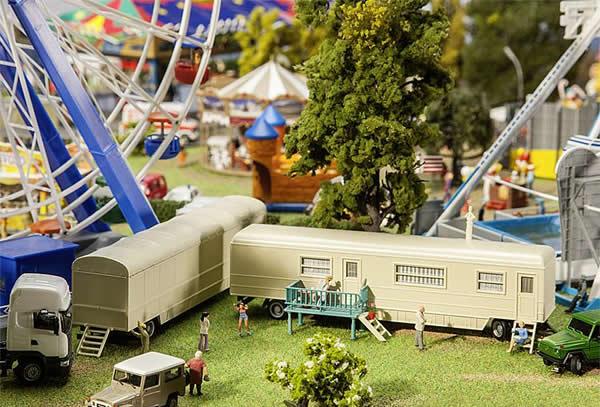 Faller 140481 - Set of funfair caravans II