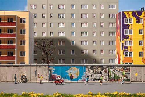 Faller 180424 - Berlin Wall