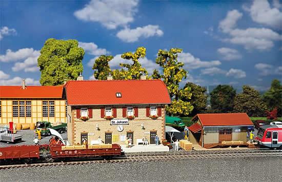 Faller 190119 - St. Johann Railway station set