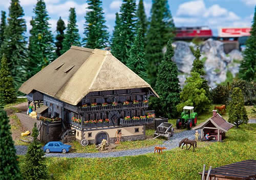 Faller 232252 - Black Forest Farm with baking cottage
