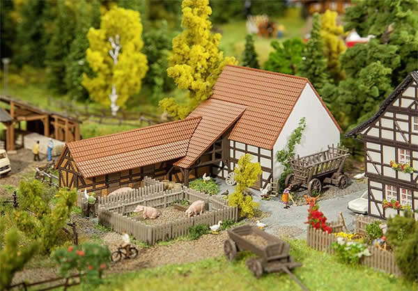 Faller 232371 - Agricultural building with accessories