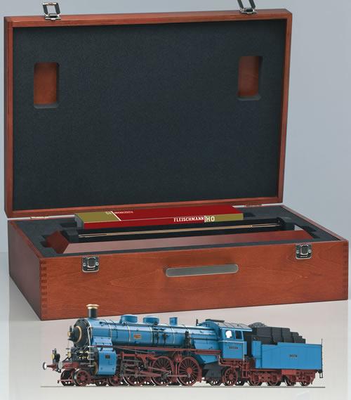 Fleischmann 481372 - SmartRail Set with Bavarian S3/6 (BR18.5)