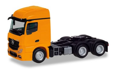 Herpa 309912 - Mercedes Actros Streamspace 2.3, 3 Axle Orange