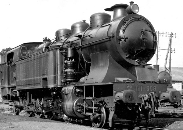 Jouef HJ2301 - French steam locomotive 141 TA 308 of the SNCF; period III