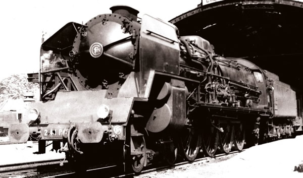 Jouef HJ2344 - French steam locomotive 241 P of the SNCF; tender 34 P
