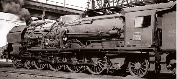 Jouef HJ2345 - French steam locomotive 241 P with servo-motor of the SNCF; tender 34 P