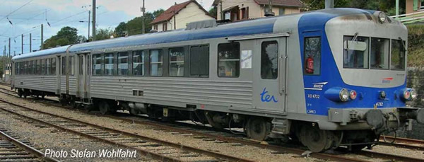 Jouef HJ2612 - French 2pc Diesel railcar EAD X 4500 of the SNCF