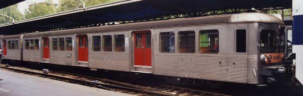 Jouef HJ4152 - 3pc RIB 70 Passenger Coach Set