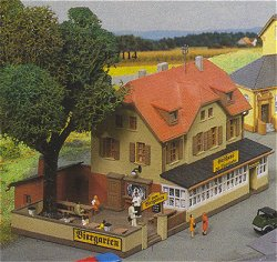 Kibri 37114 - N Inn to the railway with beer garden