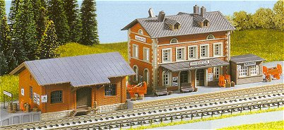 Kibri 37396 - N Station Rauenstein with freight shed
