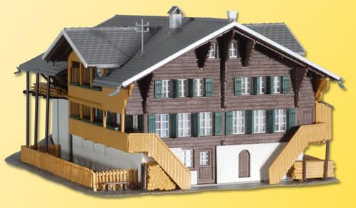 Kibri 38807 - Farm in Simmentaler