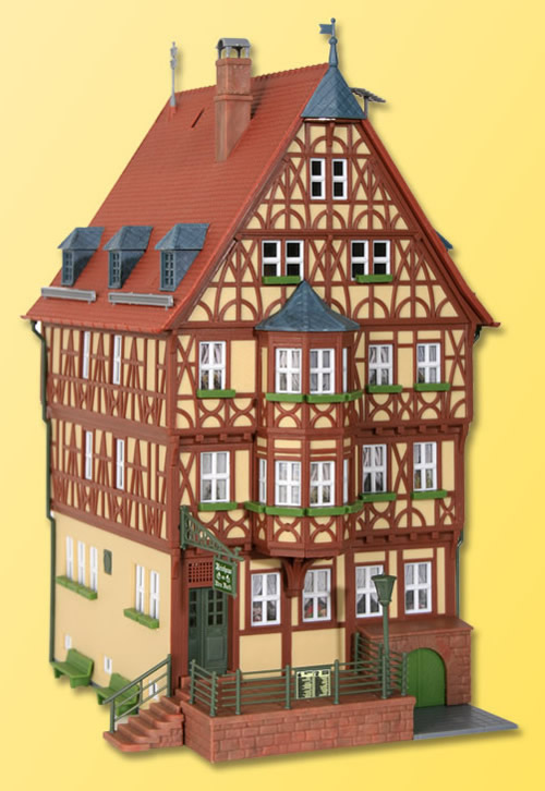 Kibri 38902 - H0 House with oriel in Miltenberg