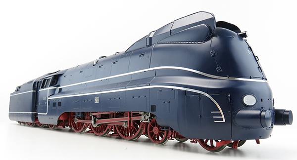 KM1 100112 - BR 01 1102, Museum, Stromlinie blau, Öl