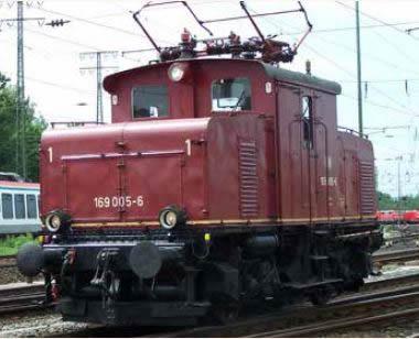 KM1 106906 - German Electric Locomotive E 69 05 of the DB (green)