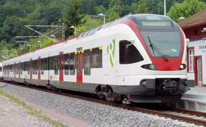 flirt triebwagen Oder dem flirt von stadler) 2 in bei-den fällen muss der transformator sehr flach sein, um eine geringe wagenboden- in den triebwagen der bayerischen.