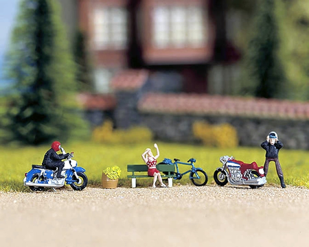 Noch 11522 - In the City Park 3 figures + accessories